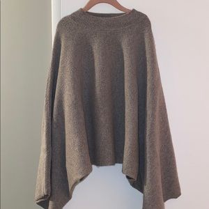 Cute Milly cropped sweater.
